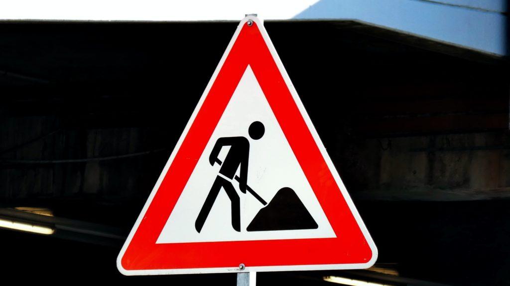 Znak drogowy, uwaga roboty drogowe