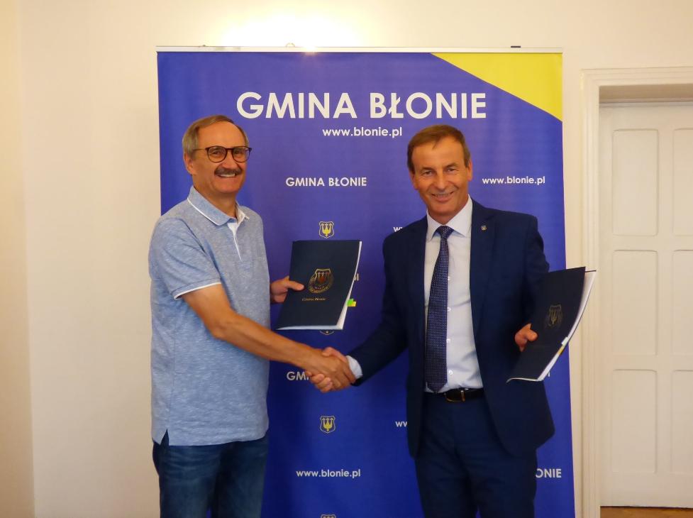 Prezes Waldemar Brudnowski i Burmistrz Błonia Zenon Reszka